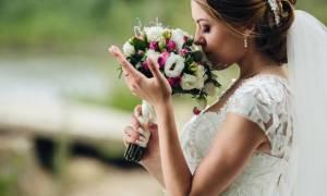 Парню снится его девушка в свадебном платье
