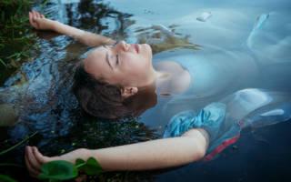 К чему снится утонуть в воде