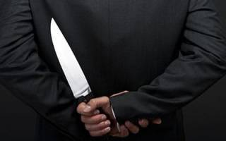 Ударить ножом человека во сне